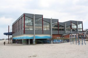 Meerwasserschwimmhalle_von_Laboe_(Indoor_swimming_pool_of_Laboe)_-_geograph.org.uk_-_8793