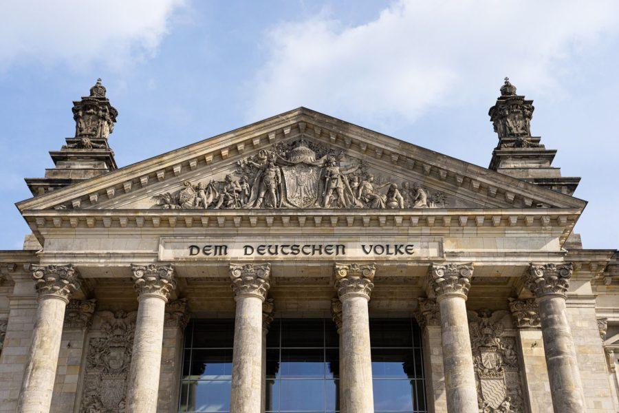Dem Deutschen Volke - Frontansicht des Deutschen Bundestages