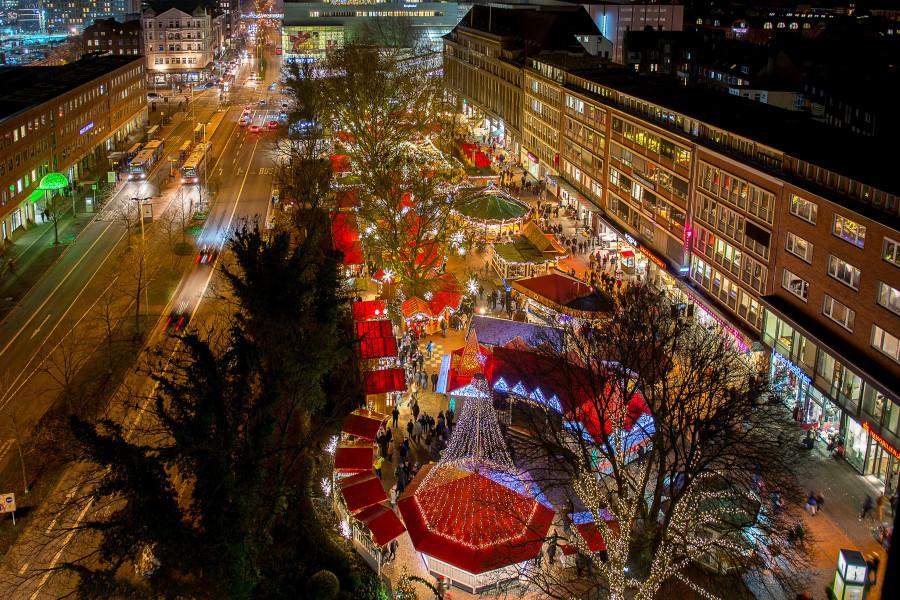 Der Weihnachtsmarkt auf dem Holstenplatz