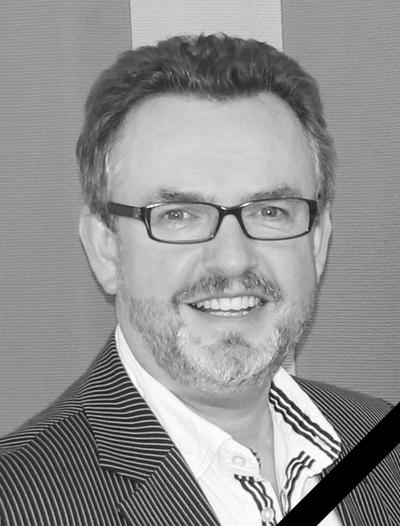 Cai-Uwe Lindner in schwarz-weiß und mit Trauerflor