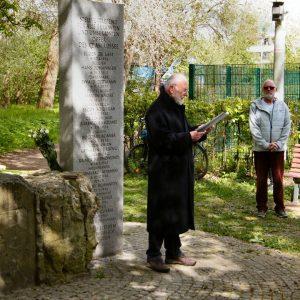 Dieter Heß am Gedenkstein