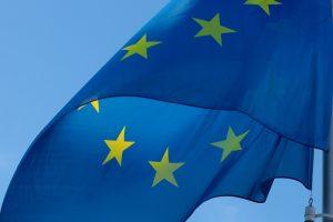 Europaflagge weht im Wind