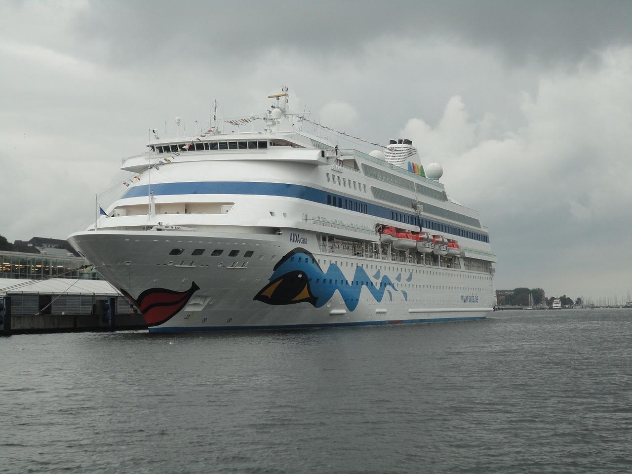 Kreuzfahrtschiff am Anleger