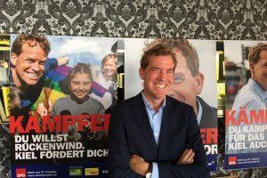 Ulf Kämpfer bei der Präsentation seiner Werbelinie im OB-Wahlkampf 2019