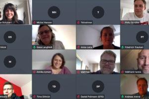 Bildschirmfoto einer digitalen Sitzung per Jitsi Meet mit teilweise angezeigten Fotos der Mitglieder