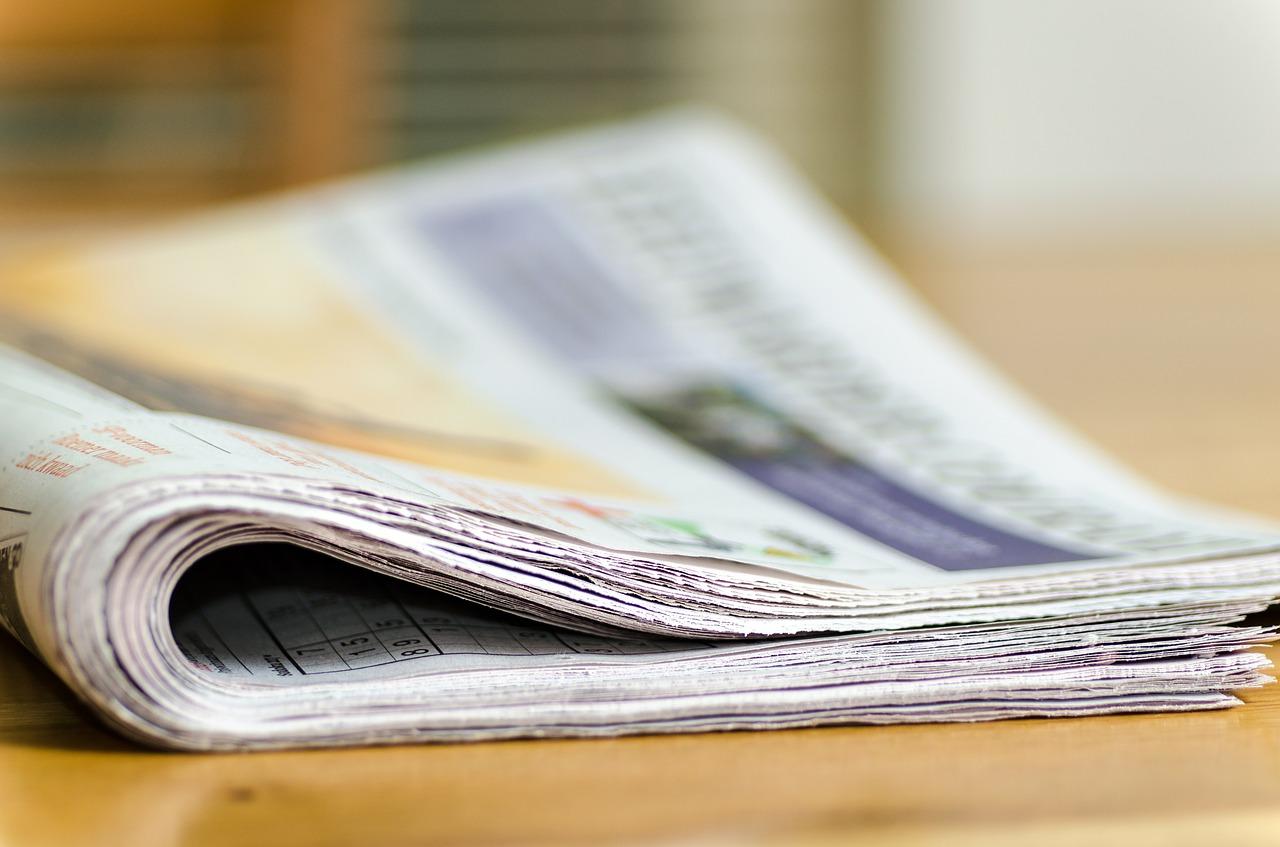 Zeitungsausgabe auf dem Tisch
