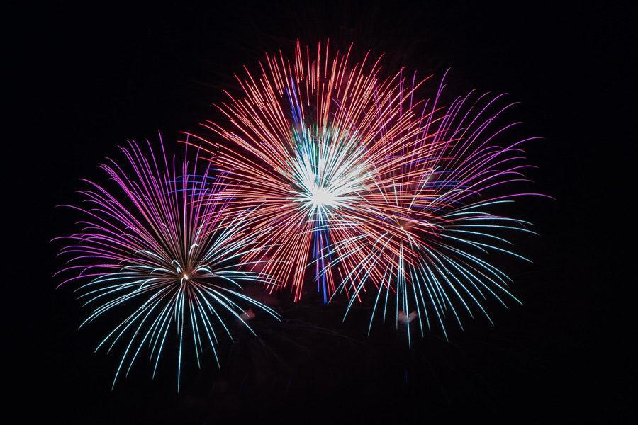 Feuerwerk am Himmel bei Nacht