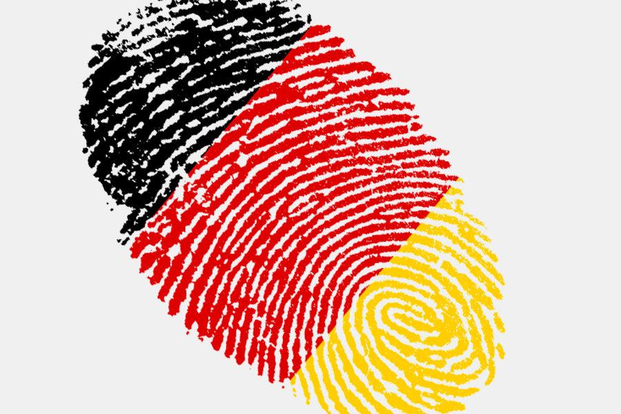 Fingerabdruck, der in den Farben Schwarz, Rot und Gold (deutsche Nationalfarben)