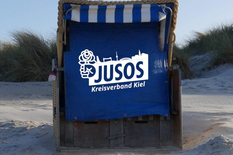 Jusos Kreisverband Kiel Logo auf Strandkorb