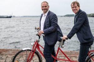 Mathias Stein udn Ulf Kämpfer auf einem Tandem am Strand