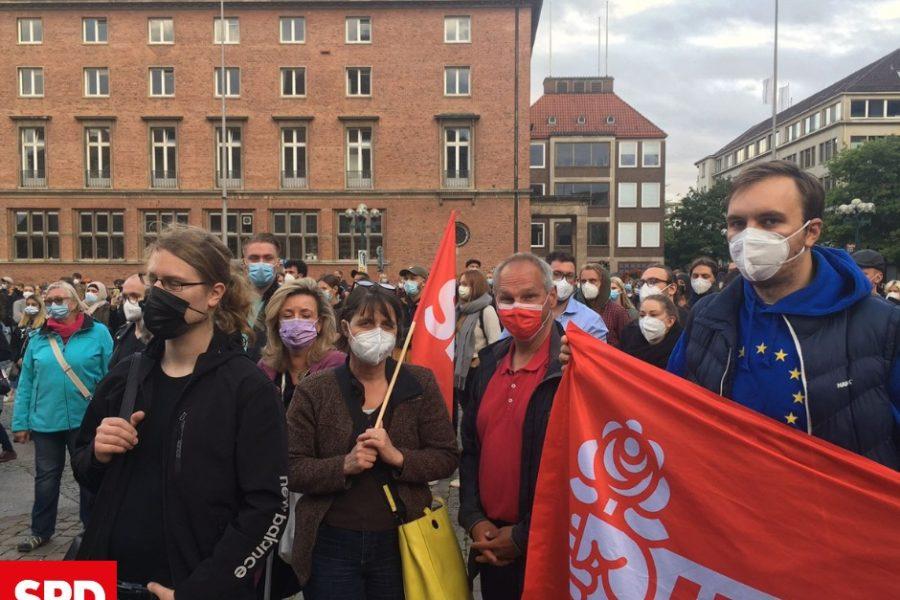 Demonstrant*innen auf dem Rathausplatz
