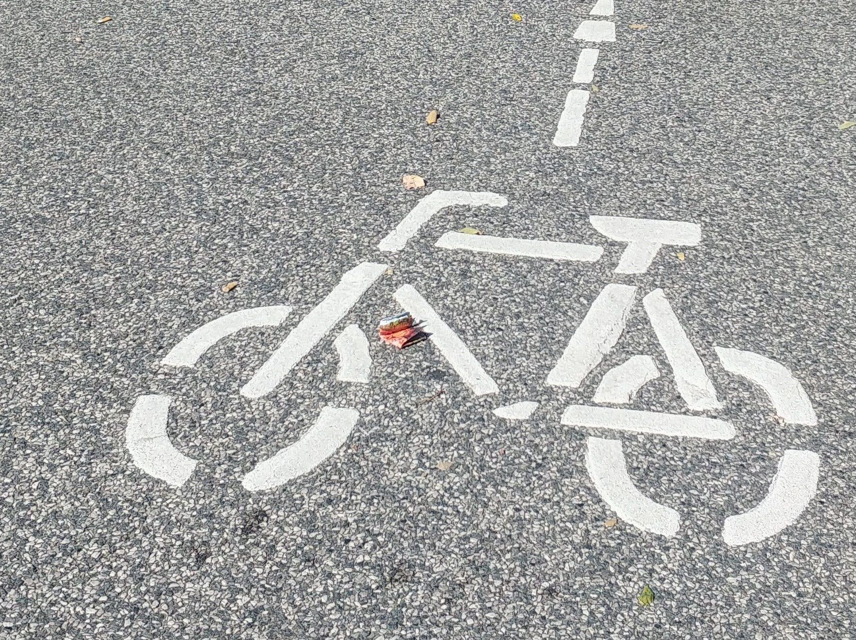 Zeichen Fahrrad auf Straße